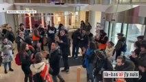 Les images des grévistes qui se sont introduits au siège de la CFDT