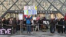 عمال مضربون يغلقون متحف اللوفر في باريس