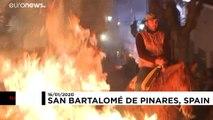 Ateş üzerinden geçen atlar 'kötü ruhlardan' arındırıldı