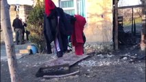 Tragjedia në Kurbin Djali 2 vjeç po luante në kasollen e pulave kur ra zjarri