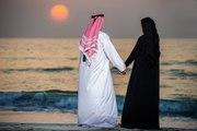 شاب كويتي وزوجته يثيران الجدل.. واتهامات خدش الحياء تلاحقهما