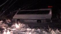 Sivasspor'un altyapı oyuncularını taşıyan otobüs şarampole indi 7 yaralı