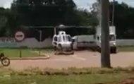 Un camion passe trop près dun hélicoptère et provoque un accident avec ses hélices