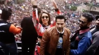 Varun Dhawan and Shraddha Kapoor enthrall students of Amity University in Noida