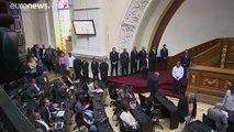 فنزويلا بلدٌ واحد وبرلمانان.. جلسة لنواب المعارضة في الهواء الطلق بعد تعذّر عقدها في البرلمان