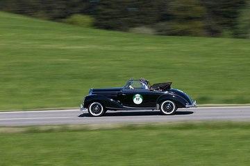 Der Mercedes-Benz W 187 Typ 220