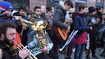 Strasbourg 350 élèves chantent l'hymne européen sur la place Kléber