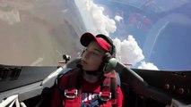 Ce pilote réussit à endormir son fils en envoyant 8G d'accélération en avion
