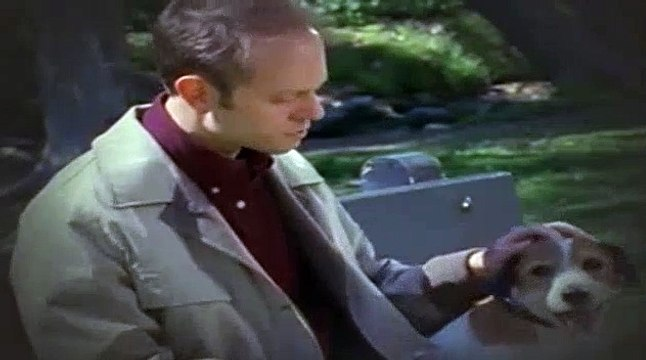 Frasier S08E23 A Day in May