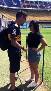Brasileño con camiseta de Boca le propuso casamiento a su novia en La Bombonera
