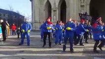 Chorégraphie des opposants à la réforme des retraites, lors de la manifestation intersyndicale du 24 janvier 2020 à Orléans