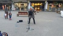 Mina Blue dans le centre de Namur (2)