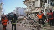Turquía busca supervivientes tras el terremoto, que deja al menos 29 muertos
