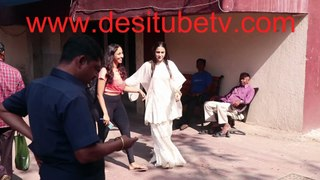 Sara Ali Khan comes out in white sharara after gymmining. Cutely waves at the kids