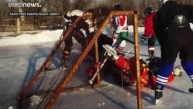 Au Kirghizistan, une équipe de jeunes filles se lance à la conquête du hockey sur glace