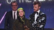 """Billie Eilish remporte le GRAMMY de l'Album de l'année"""" et """"Enregistrement de l'année"""""""