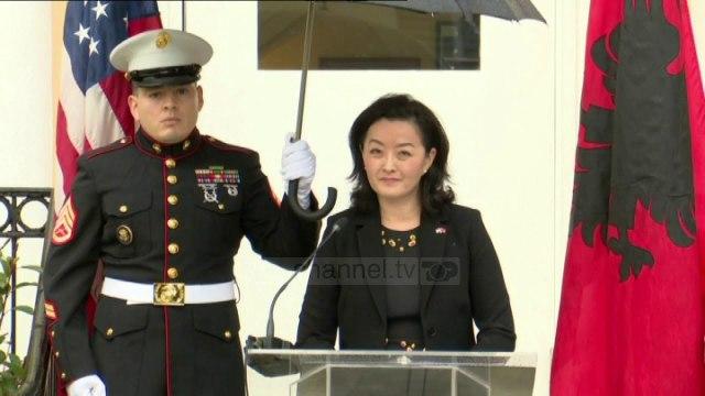 Flet Yuri Kim për herë të parë si ambasadore, mesazhi në shqip: Ne jemi ende me ju, krahë për krahë
