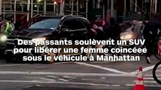 Des passants soulèvent une voiture pour libérer une piétonne écrasée