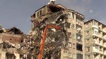 İcadiye mahallesinde riskli bina yıkılıyor - Temel Karamollaoğlu
