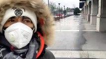 Il parcourt les rues désertes de Wuhan pour trouver à manger