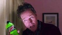 Bryan Cranston parodie la scène culte de Shining pour une pub du Super Bowl