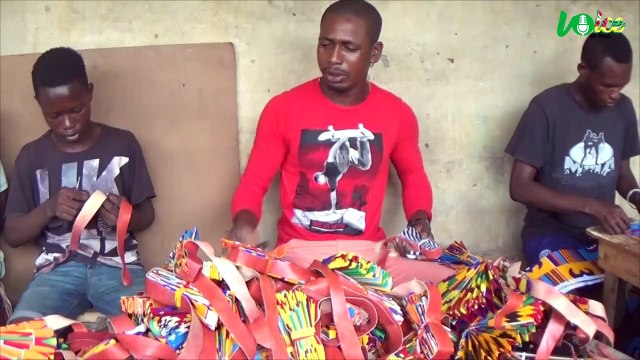 Togo:un ancien footballeur professionnel se reconvertit dans la fabrication d'éventails Made in Togo