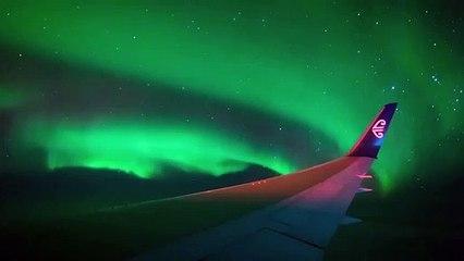 Magnifique : en plein vol, un passager a filmé des aurores boréales