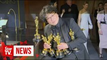"""""""Parasite"""" director has arms full at post-show engraving"""