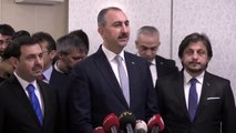 Adalet Bakanı Gül - Kadir Şeker'in, parkta sevgilisini darbeden kişiyi engellemek isterken bıçakla...