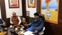 Manoj Tiwari meets winning BJP candidate