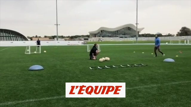 Memphis Depay a retouché le ballon - Foot - L1 - OL