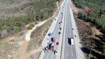 Şile yolu'nda otomobil seyir halindeki iş makinesine çarptı 1 ölü, 2 yaralı