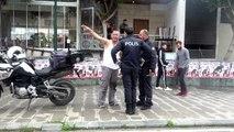 Çöpten topladığı parçalarla yaptığı motosikletine 4 bin lira ceza verildiğini duyunca gözyaşlarına boğuldu