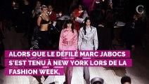 Oups ! Miley Cyrus laisse échapper un téton à la sortie du défilé Marc Jacobs