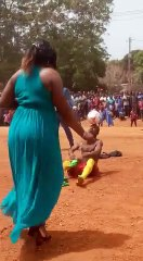 Fete de la jeunesse au Cameroun. Un magicien du football en action