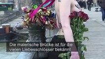 Femen: Nackt-Protest am Valentinstag