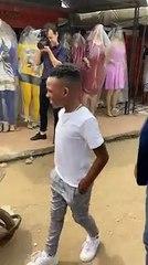MAEL HOUON, le fils de DJ ARAFAT, offre de l'argent à ce jeune vendeur ambulant