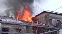 Ora News - Përfshihen nga flakët 6 apartamente në Shkodër, nuk ka persona të lënduar