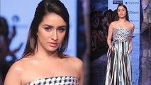 Lakme Fashion Week 2020 :  Shraddha  Kapoor ने  Strapless Dress पहन बढ़ाया Hotness का पारा । Boldsky