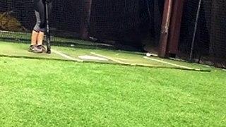 Elle détruit son iphone en se filmant à l'entraînement au Baseball !