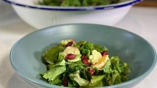 Ensalada verde con apio y cereza- Cocina con conexión - Sonia Ortiz con Juan Farré