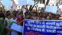 इदौर: बेरोजगारी से परेशान कृषि के छात्र, अर्धनग्न होकर निकाला पैदल मार्च