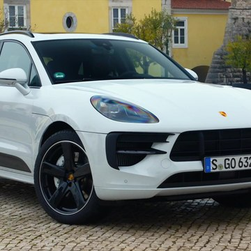 The new Porsche Macan GTS Design in Carrara White