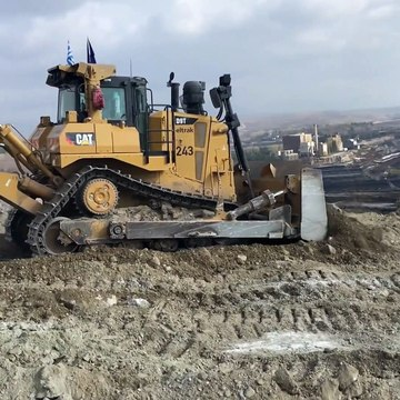 Cat D9T And Komatsu D275AX Bulldozers Ripping And Pushing