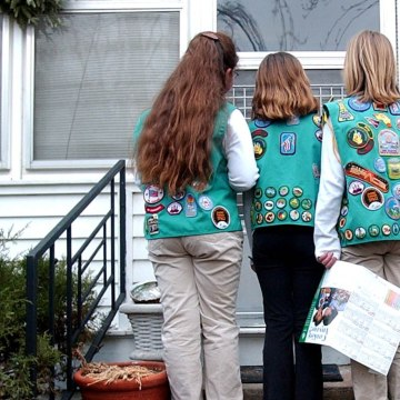 Five Funny Tweets About Girl Scout Cookie Season