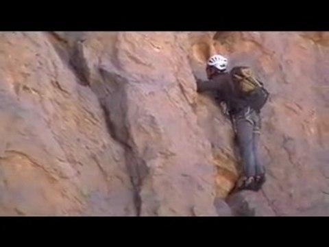 Escalade dans le Hoggar, massif de l'Assekrem