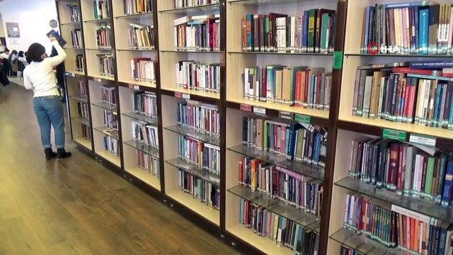 İl Halk Kütüphanesi Müdürlüğü'nün yaptığı afişlerle kitap bulmak kolaylaştı