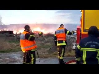 Still : 2500 m3 de rouleaux de paille en feu