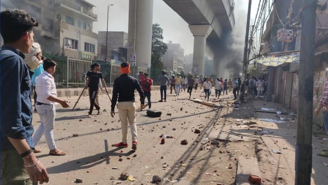 Clashes broke out in Delhi as pro and anti CAA protesters