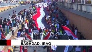 Estudantes saem às ruas de Bagdad para protestar contra o governo